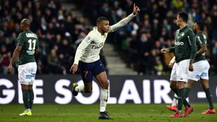 Mbappé celebra su gol ante el Saint-Étienne.