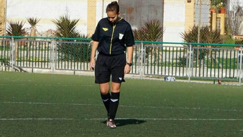La árbitra de fútbol Andrea Zarzuela