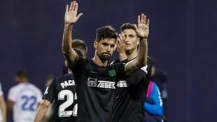 Adrián saluda al final del partido en Majdahonda a los aficionados...