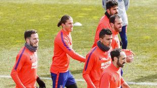 Saúl, Filipe, Diego Costa, Godín, Rodrigo y Juanfran en la sesión...