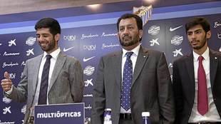 Abdullah Bin Nasser Al Thani acompañado de los vicepresidentes Nacer...