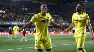 Bacca celebra uno de los goles del Villarreal contra el Sevilla.