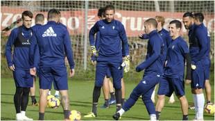 Los jugadores del Cádiz, durante un entrenamiento