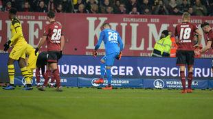 Los radicales del Nuremberg pararon el partido con lanzamiento de...