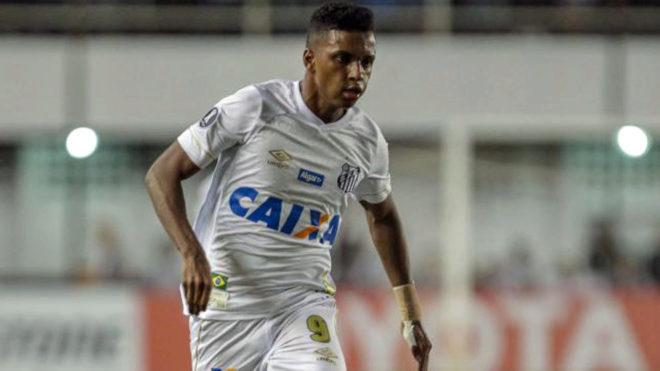 Rodrygo playing for Santos