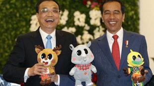 El primer ministro chino, Keqiang, izquierda, y el presidente...