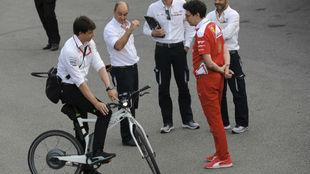 Wolff y Binotto, durante el Gran Premio de Italia de 2016.