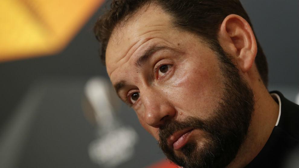 Pablo Machín (43) atiende a las preguntas de los periodistas en sala...