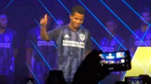 Giovani dos Santos, abucheado durante la presentación de la camiseta...