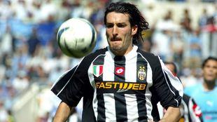 Zambrotta durante un partido con la Juventus