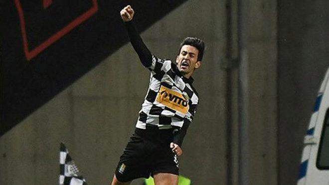 Alberto Bueno celebra el gol logrado en su debut con el Boavista.