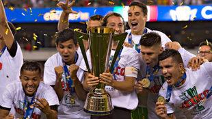 México celebra el título de Copa Oro en 2015