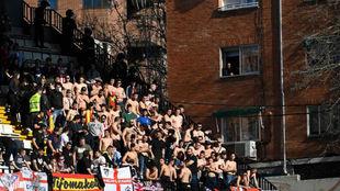 Los hinchas radicales de Frente Atlético, en la grada de Vallecas.