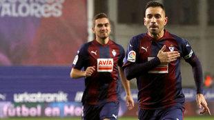 Charles celebra un tanto ante el Espanyol.