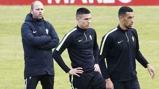José Alberto, en un entrenamiento reciente en Mareo tras Djurjevic y...