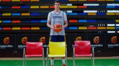 Carlos Alocén en la concentración de la selección
