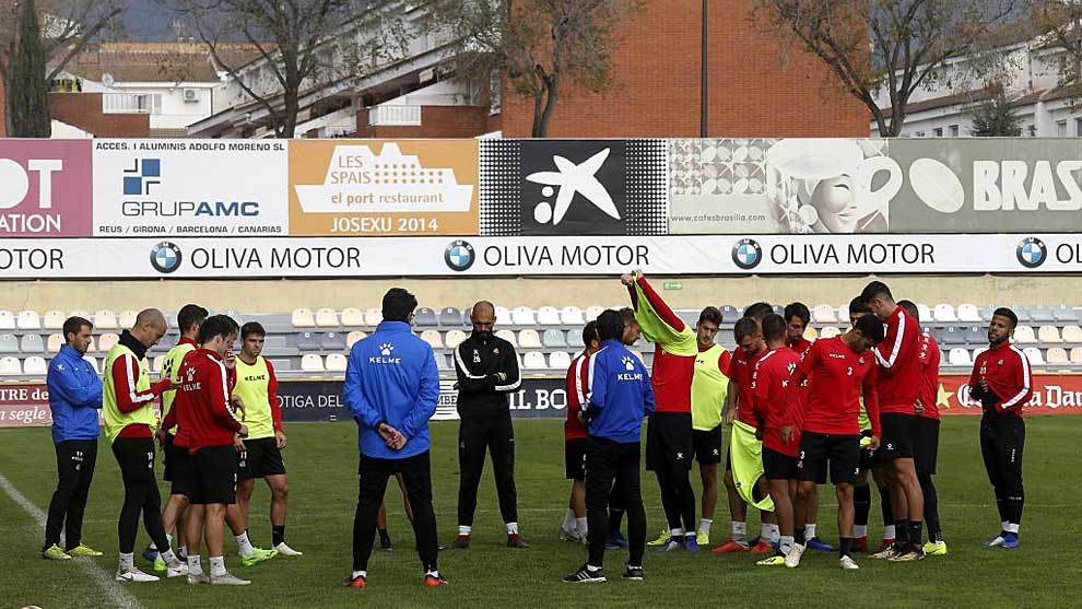 La plantilla del Reus en las instalaciones del club catalán