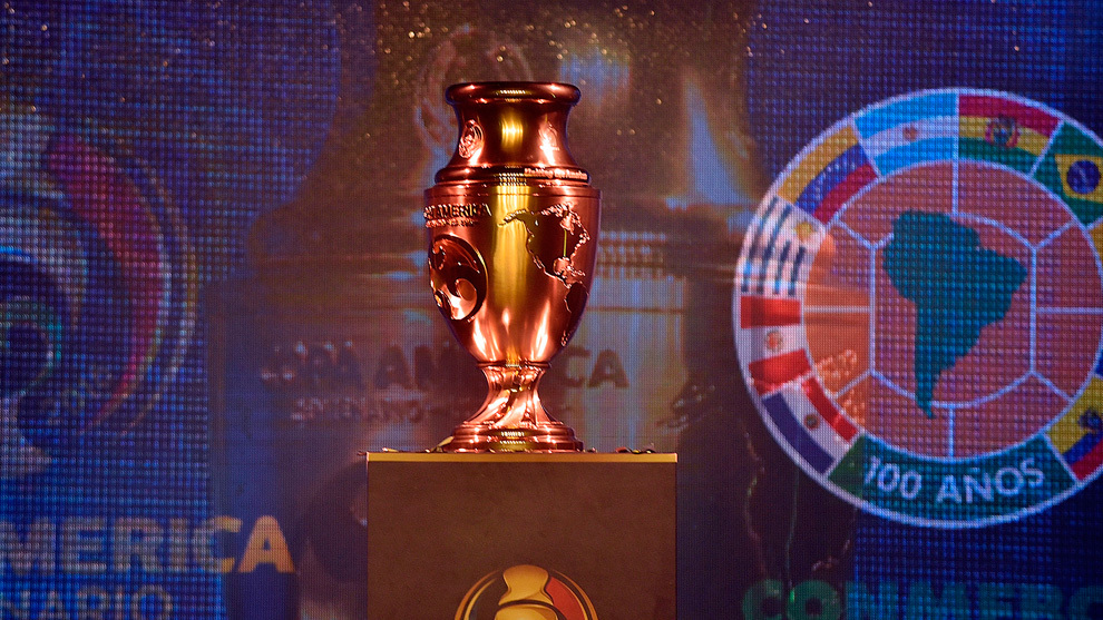 Trofeo de la Copa América Centenario durante su presentación en...