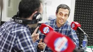 Carmelo del Pozo, en los estudios de Radio Marca en A Coruña