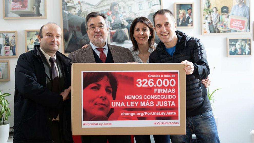 Anna González con su equipo: Alfonso Triviño, Francisco Parres y...