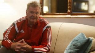 John Toshack posing during an interview with MARCA