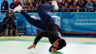 Un competidor de breakdance, durante los Juegos Olímpicos de la...