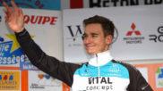El ciclista Bryan Coquard, del Vital Concept, celebra una victoria...