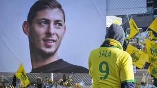 El futbolista fue homenajeado por miles de personas