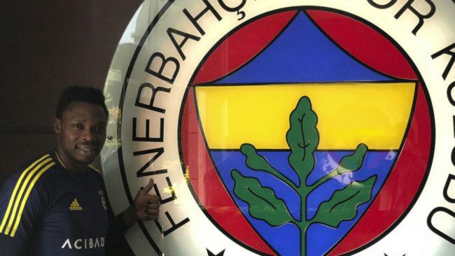 Kameni posa para MARCA en la sede del club en Estambul.