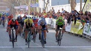 Trentin (de blanco) se impone a Van Poppel, García Cortina y Sanz.