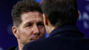Simeone y Allegri se saludan antes del partido del miércoles entre...