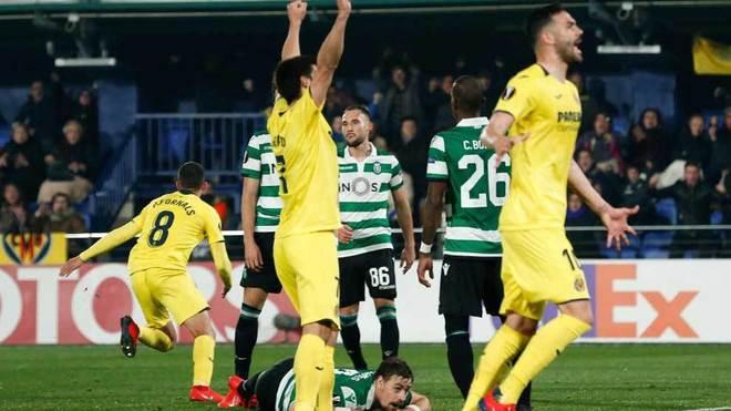 Los jugadores del Villareal celebran el tanto de Fornals