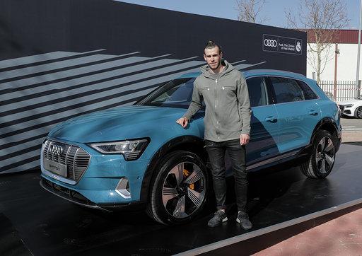 Gareth Bale with the e-tron 55 quattro