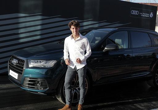 Alvaro Odriozola with the Q7 50 TDI quattro tiptronic