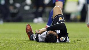 Garay tuvo que retirarse del partido ante el Celtic por una lesión...