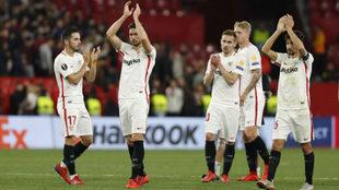 Los jugadores del Sevilla celebran la victoria ante la Lazio.