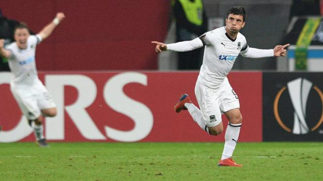 Suleymanov celebra el gol en Alemania ante el Leverkusen.