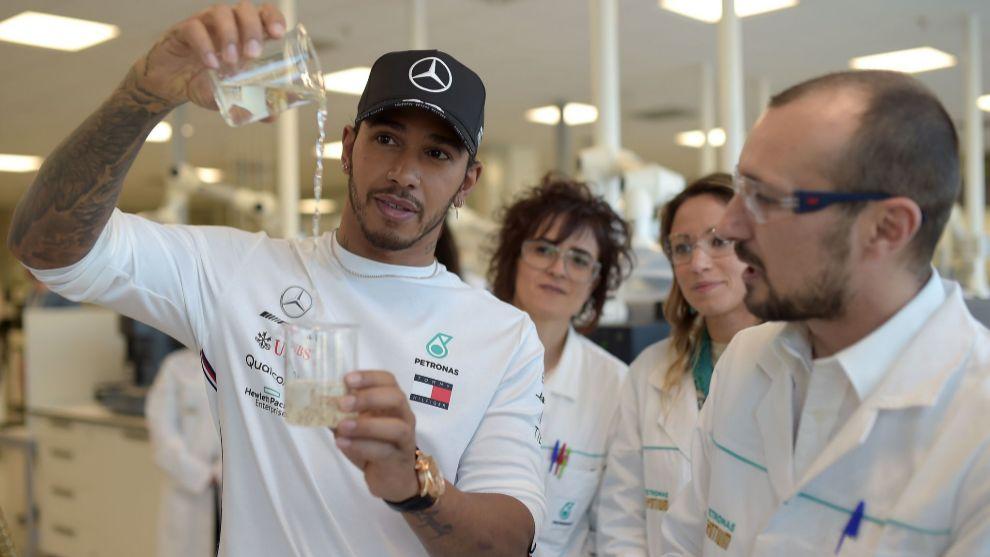 Hamilton, durante el acto de Petronas esta mañana en Turín.