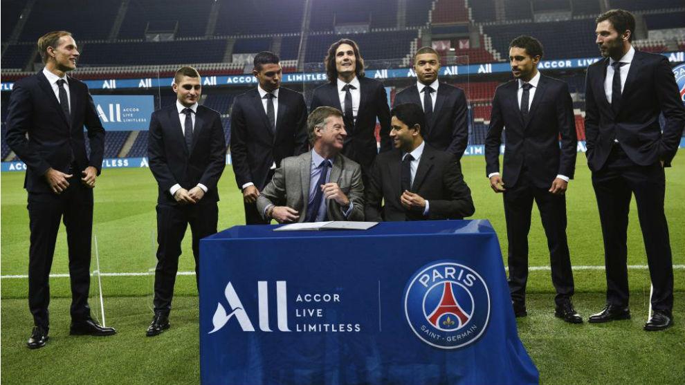 Nasser al Khelaifi y Sébastien Bazin, presidente del grupo ALL, con...