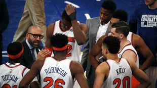 Los jugadores de los New York Knicks durante un tiempo muerto