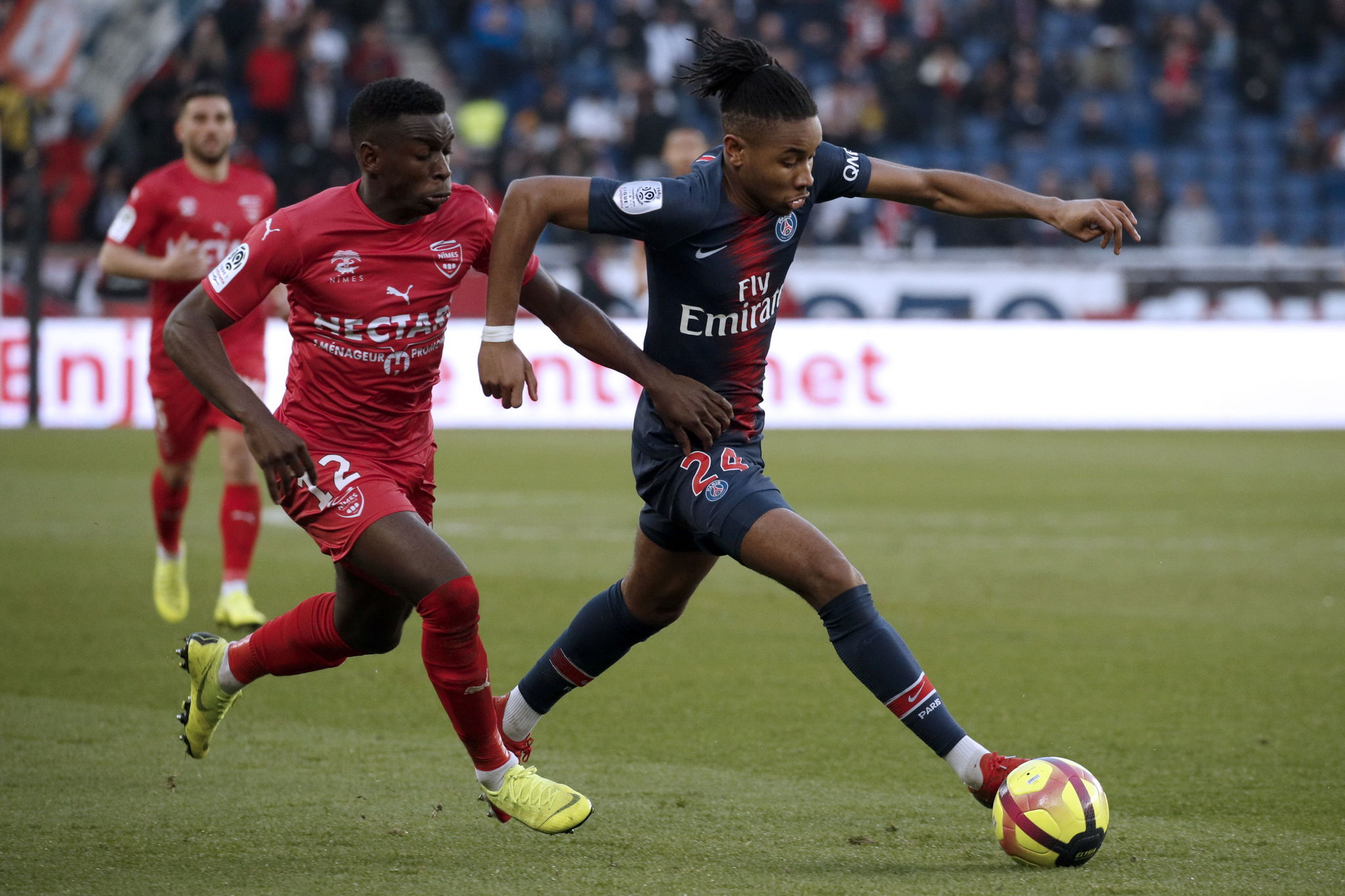 Paris (France), 23/02/2019.- Paris Saint Germains Christopher <HIT>Nkunku</HIT> (R) and Faitout Maouassa (L) of Nimes in action during the French Ligue 1 soccer match between PSG and Nimes at the Parc des Princes stadium in Paris, France, 23 February 2019. (Francia) EFE/EPA/YOAN VALAT