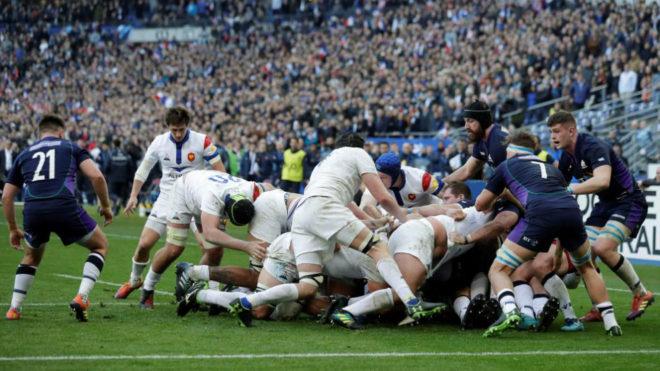 Ataque francés durante el partido frente a Escocia.