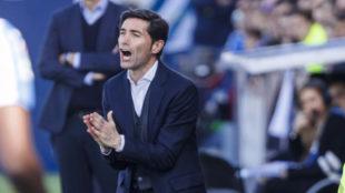 Marcelino anima a los jugadores en el partido contra el Leganés.