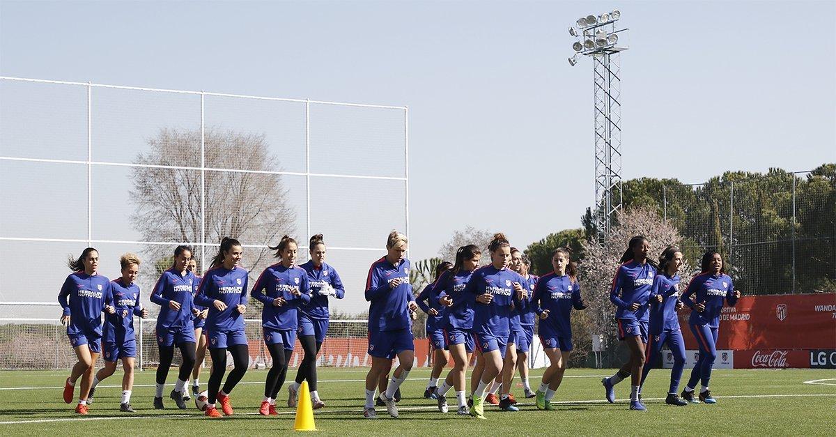 El Atlético de Madrid entrenando en el Cerro del Espino.