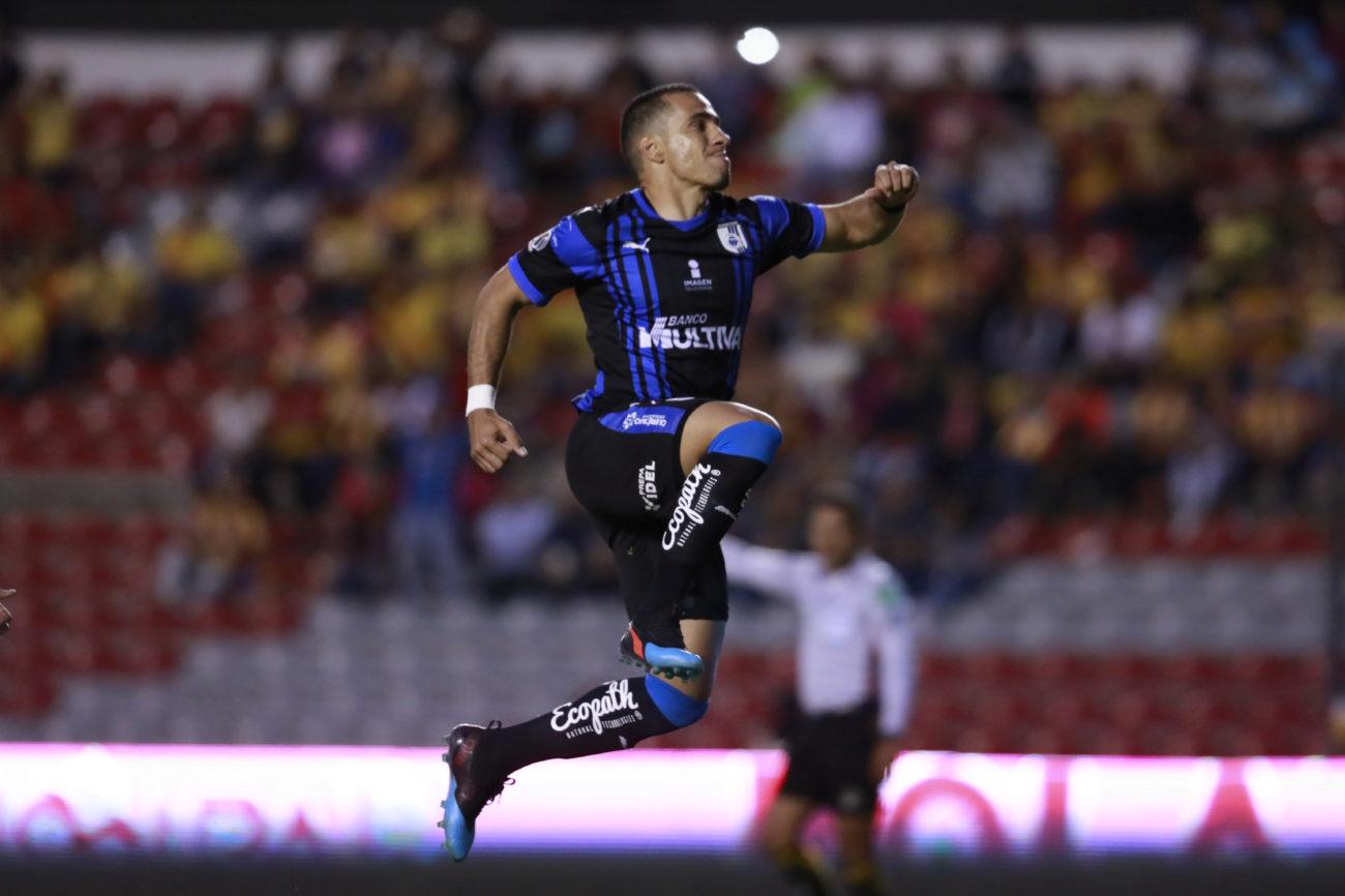 Camilo Sanvezzo estaría en sus últimos momentos como jugador de Querétaro