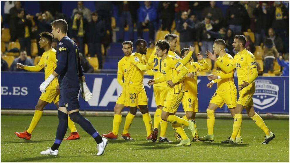 Los jugadores del Alcorcón celebran uno de los goles marcados a la UD