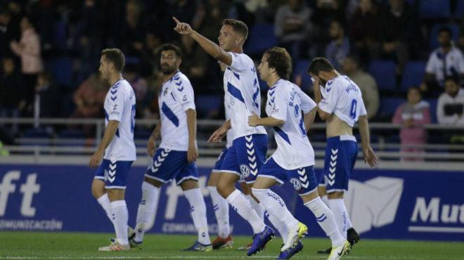 Jorge Sáenz celebra un gol logrado recientemente con el Tenerife.