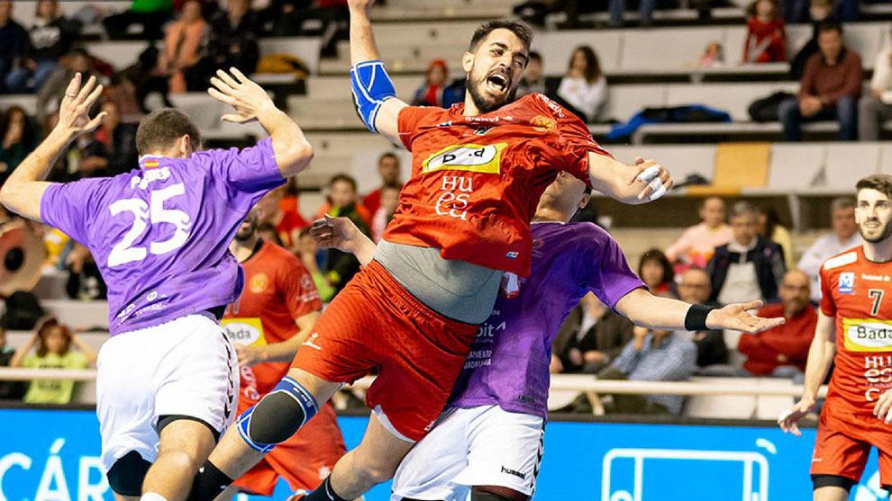 Gonzalo Carro lanza a portería ante el Guadalajara