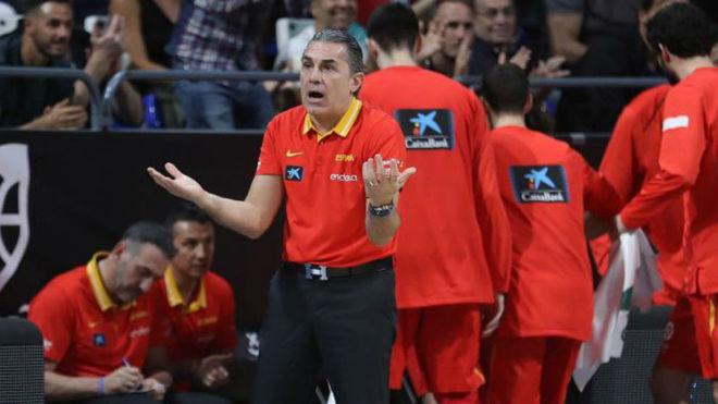 Sergio Scariolo dirigiendo a la selección española ante Turquía