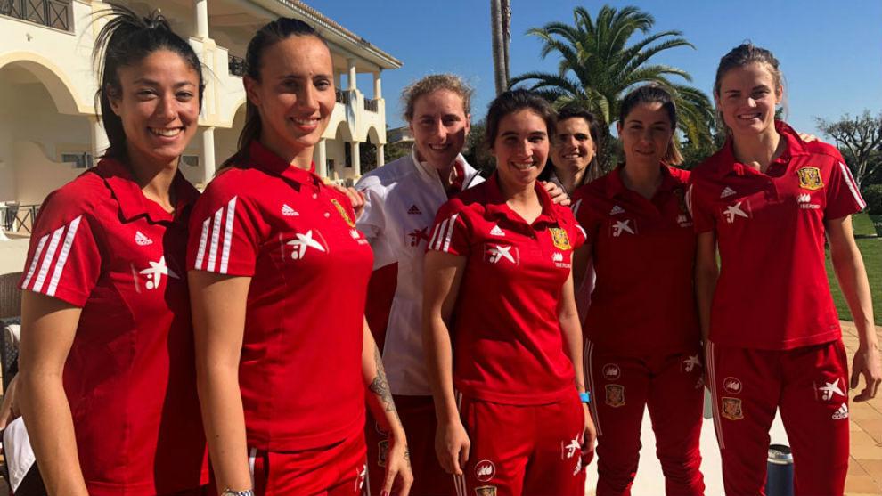 Las jugadoras de la selección posan en el Algarve. 4d988718cec
